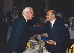 Eloy Kunz agraciado com a comenda Leone di San Marco da República Italiana pelo seu papel na divulgação da cultura italiana do Rio Grande do Sul (1986).