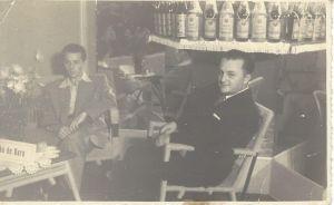 Eloy Kunz à esquerda na Bebidas Marumby (Caxias do Sul, por volta de 1950)